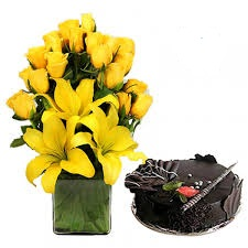 Yellow lilies arranged in a basket with 1 kg cake