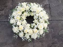 Wreath with 50 white flowers