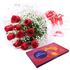 8 red roses with chocolate box