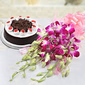 1/2 kg black forest cake with 6 orchids bouquet