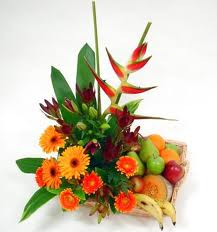 Basket of 2 kg. fruits and hand bunch of 15 mixed flowers