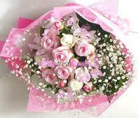 18 pink white roses hand tied bouquet