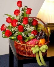 Red flowers Basket and 4kg.fruits