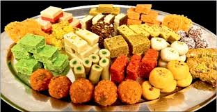 2 kg mix Indian sweets platter in a tray